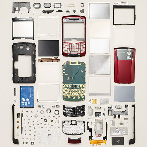 ella-exhibit-things-come-apart-disassembled-mobile-phone-v02